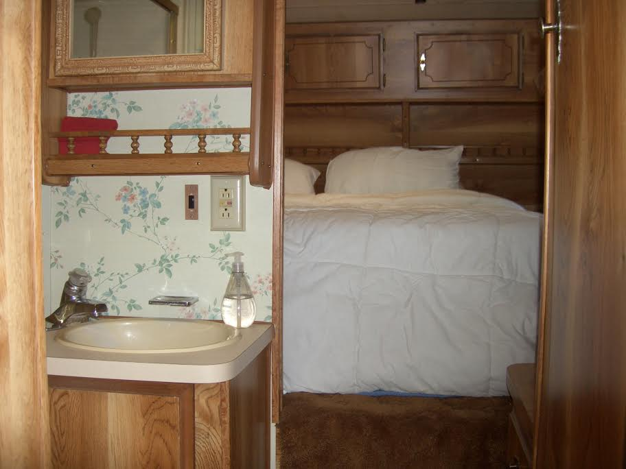 Reserve An RV Or Travel Trailer Golden Coach RV - Travel trailer without bathroom